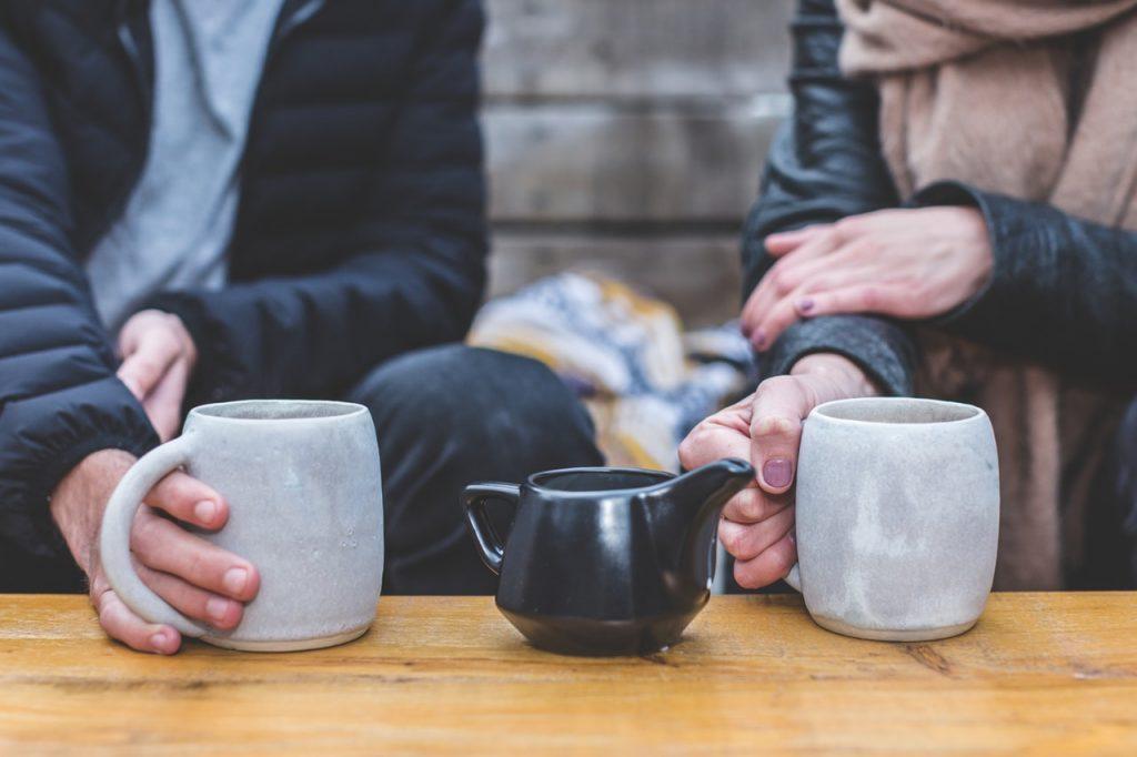 Det är i mångt och mycket en smaksak vilken dryck - kaffe eller te - som är bäst.