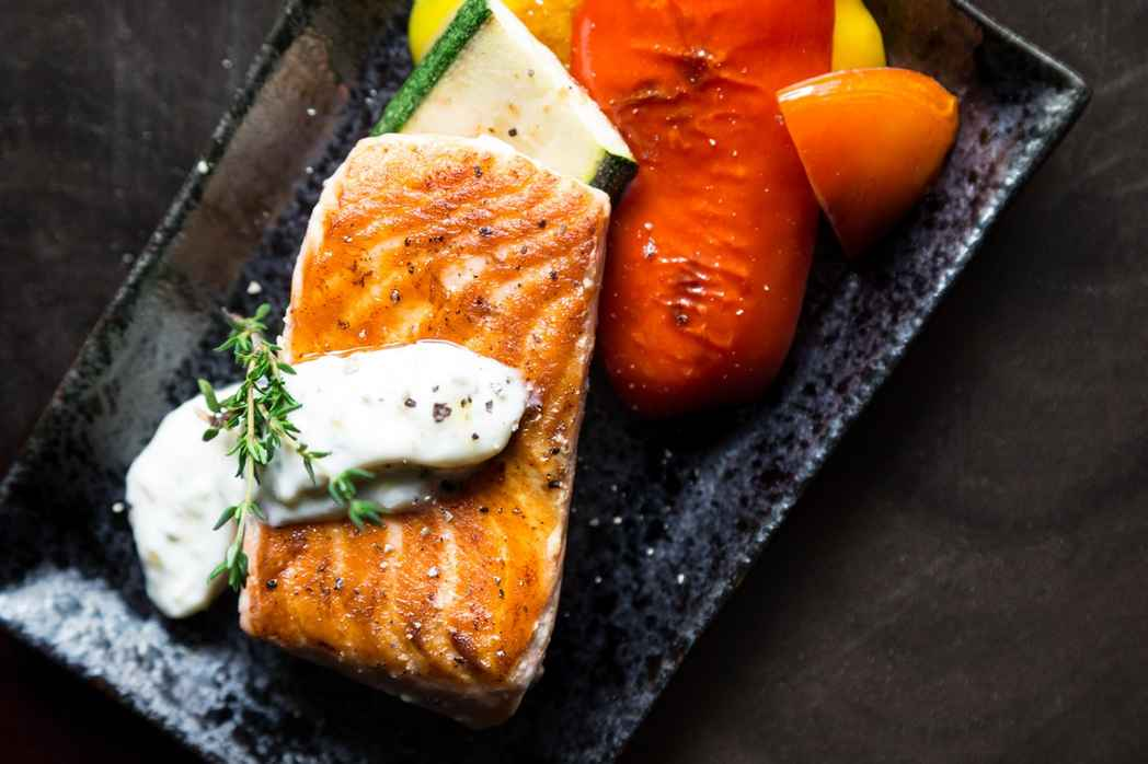Lax innehåller mycket omega-3 och är bra för hjärnan