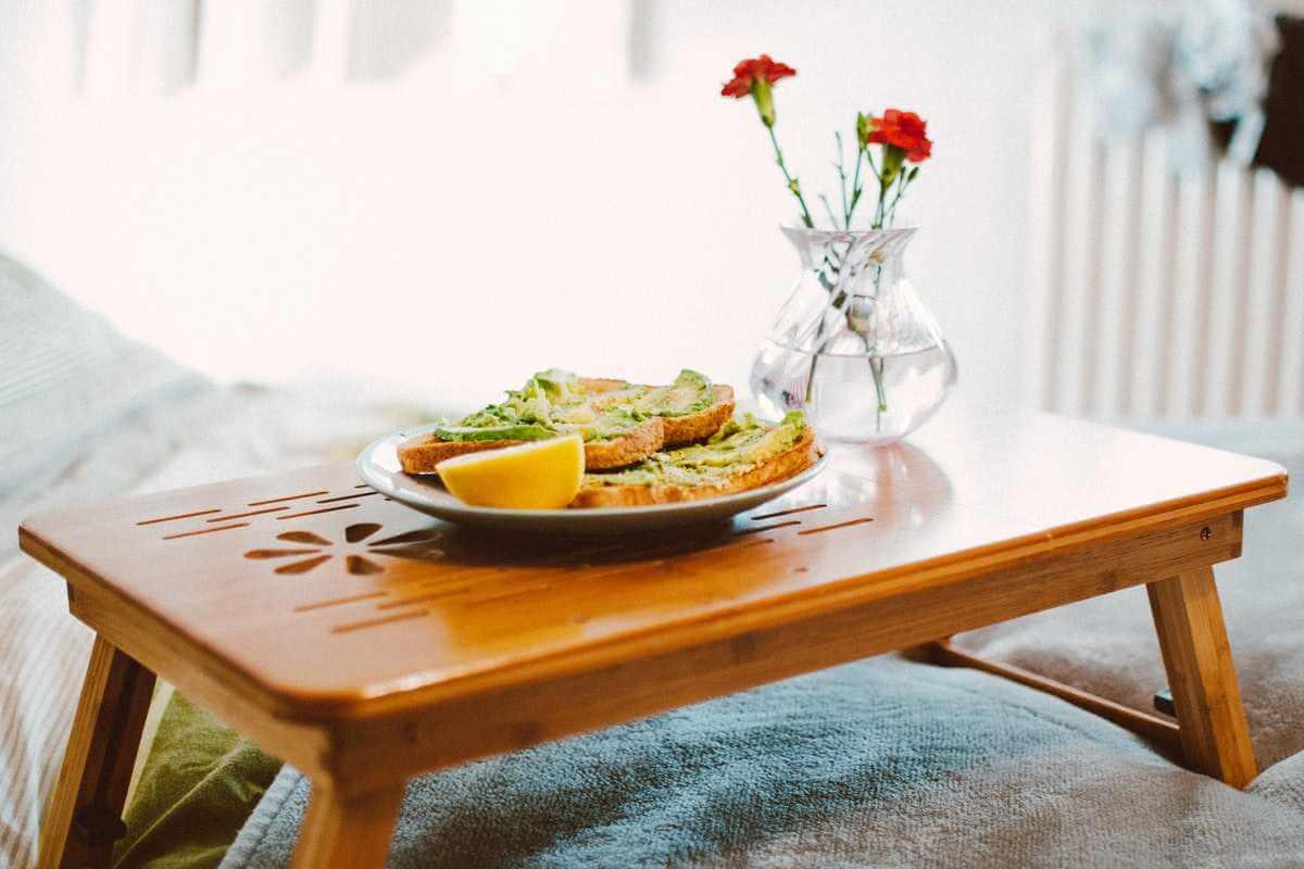 Frukost på justerbar säng